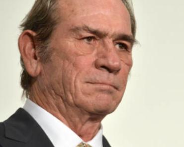 トミーリージョーンズの顔画像