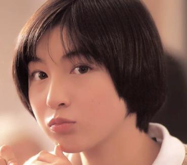 広末涼子のベージュのブレザーの画像