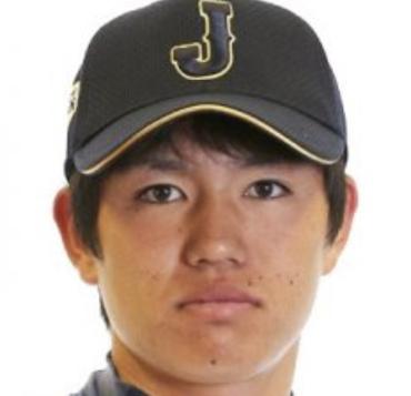 高橋礼の日本代表帽子をかぶった画像